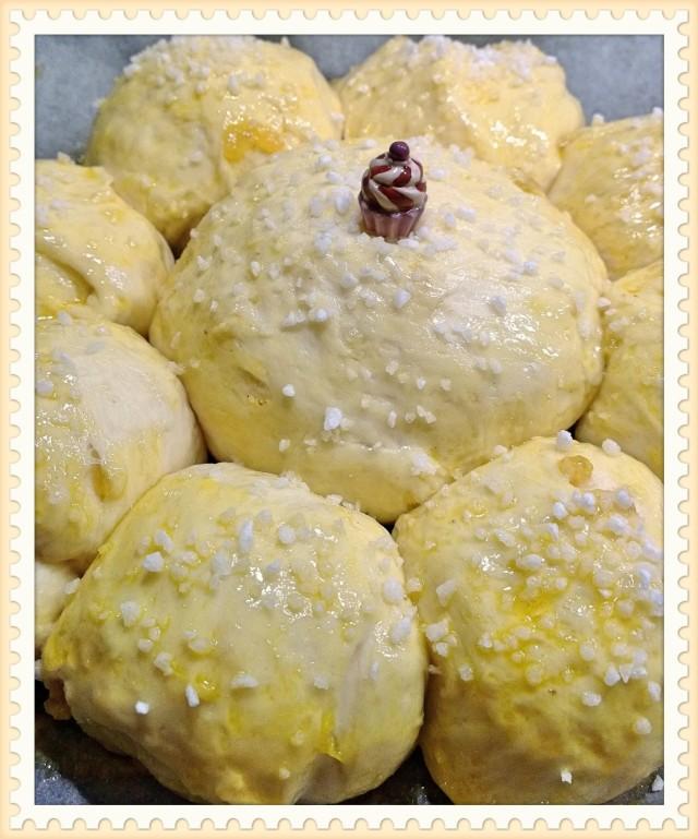 Königskuchen mit Porzellan Cupcake